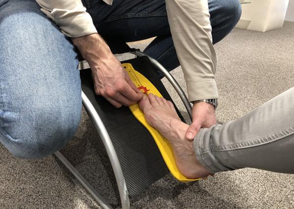 voeten laten opmeten - voeten meten bij Penninx Schoenen Gemert